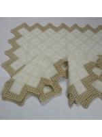 Conjunto de três peças em meio linho bordado e croché ( com motivos variados)